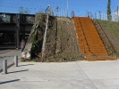 Der Eingang nördlicher der Yorckstraße mit Rampe und den neuen Stahltreppen