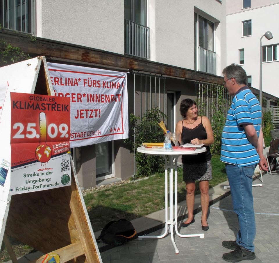 Klimaneustart: Beim Unterschriftensammeln im Möckernkiez