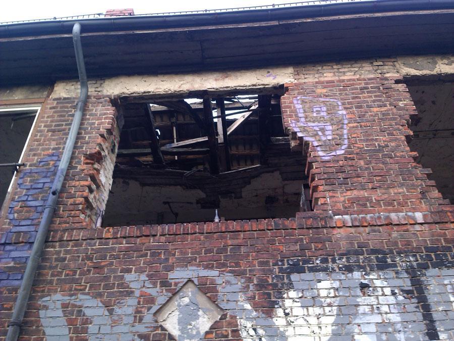 Agb, von Westen gesehen, Blick ins kaputte Dach, Aufnahme 2014