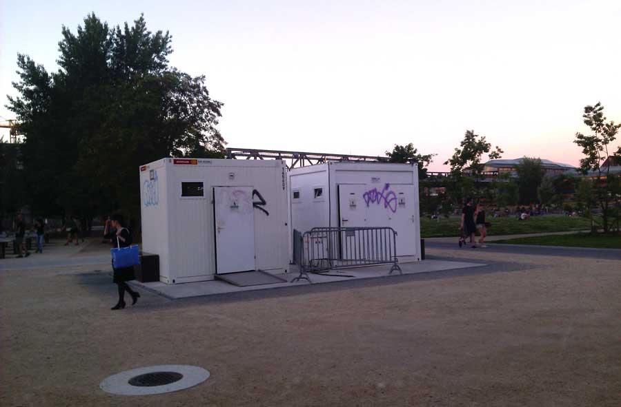 Die Fundament für den zukünftigen Kiosk isnd schon vorhaden. Zur Zeit stehen dort Toilettencontainer.