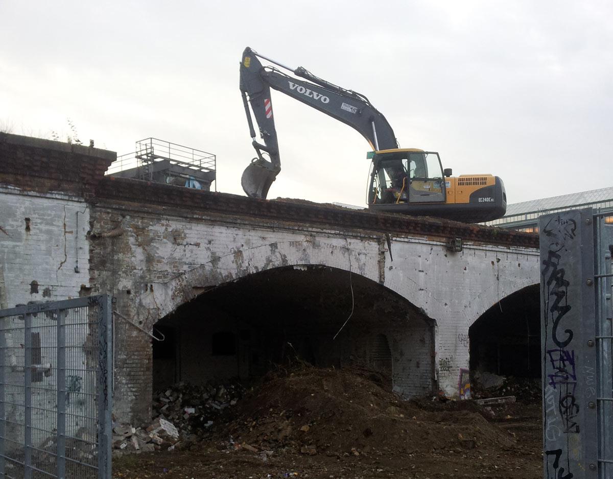 angeblich-einsturzgefaehrdetes-ringbahnviadukt-am-ubf-gleisdreieck