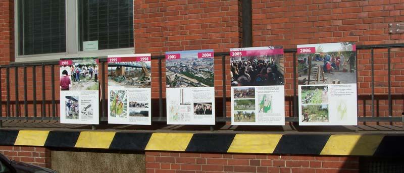Nur noch fünf der zehn Ausstellungstafeln sind da. Es fehlen die Tafeln für die Zeit von 1974 bis 1992 und von 2007 bis 2012