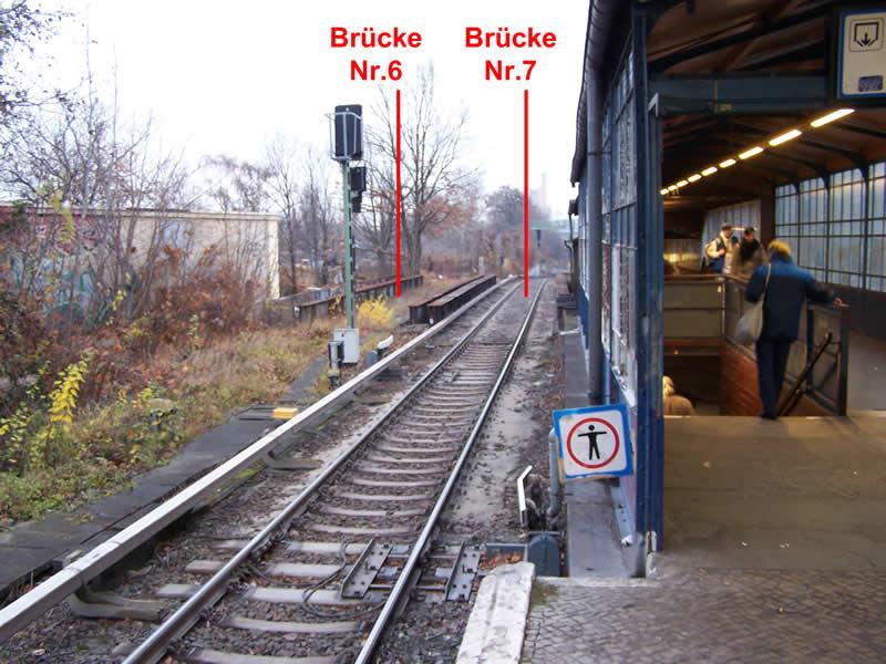 Blick vom Bahnsteig der S2 nach Norden auf die Brücken Nr. 7 und Nr. 6