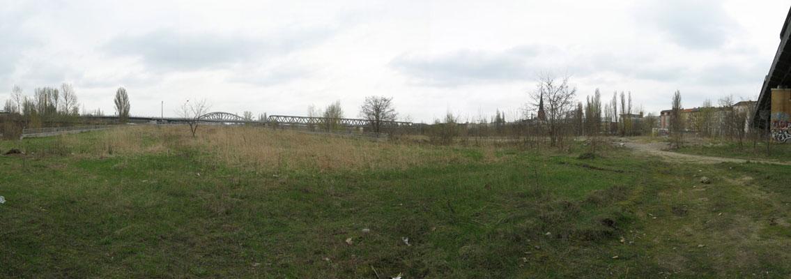 Blick auf die Rampe des Tunnelmundes. Hie planen Grün Berlin und Atelier Loidl einen Eventplatz aus grauen Asphalt.