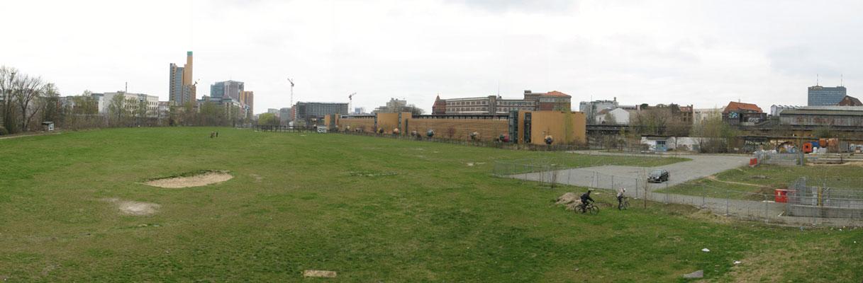 """Aus fem Potsdamer Güterbahnhof - auch Westpark genannt, von der U1 Richtung Norden. Dieser Blick wird durch die Baufläche """"Flottwellpromenade"""" zugebaut werden."""